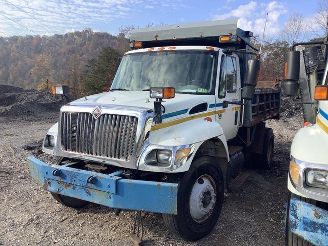 2005 International 7400 4x2 S/A Dump Truck