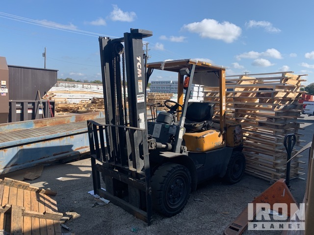 TCM FHD36Z2 8000 lb Pneumatic Tire Forklift, Parts/Stationary Construction-Other
