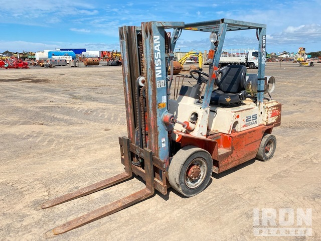 1996 Nissan PJ02A25U Forklift, Forklift