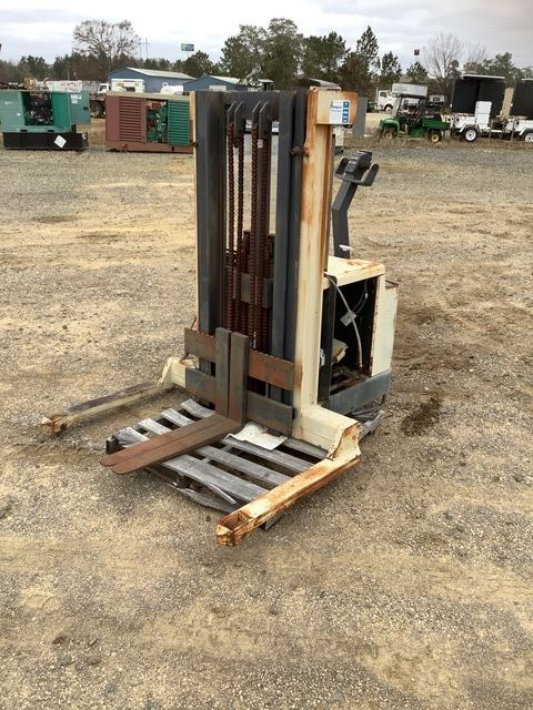 Crown 30WTT-154 Electric Forklift, Electric Forklift