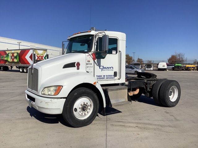 2009 Kenworth T300 4x2 S/A Day Cab Truck Tractor