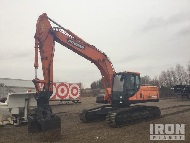 2011 Doosan DX225LC Track Excavator, Hydraulic Excavator