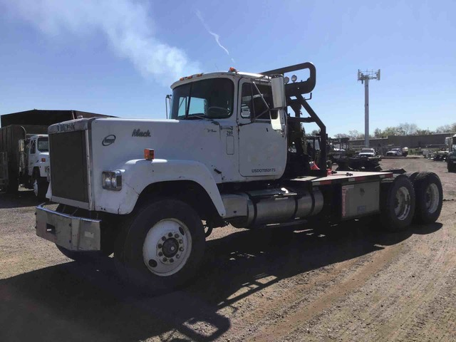 1979 (unverified) Mack RWL767LST T/A Day Cab Truck Tractor