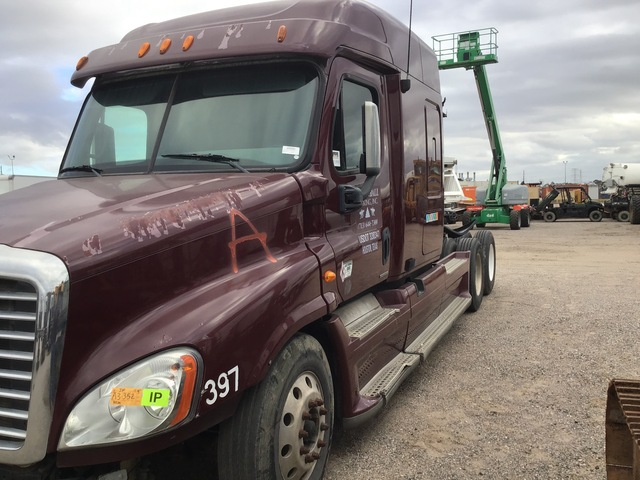 2010 Freightliner Cascadia 125 6x4 T/A Sleeper Truck Tractor