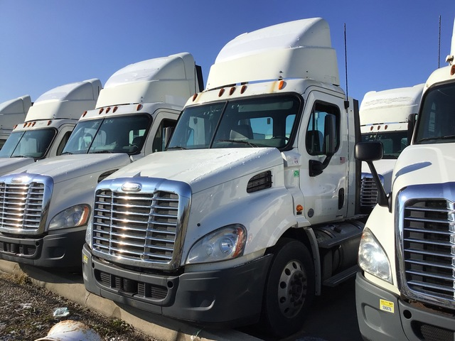 2012 Freightliner Cascadia 113 4x2 S/A Day Cab Truck Tractor