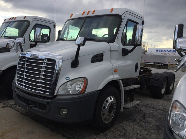 2014 Freightliner Cascadia 113 6x4 T/A Day Cab Truck Tractor