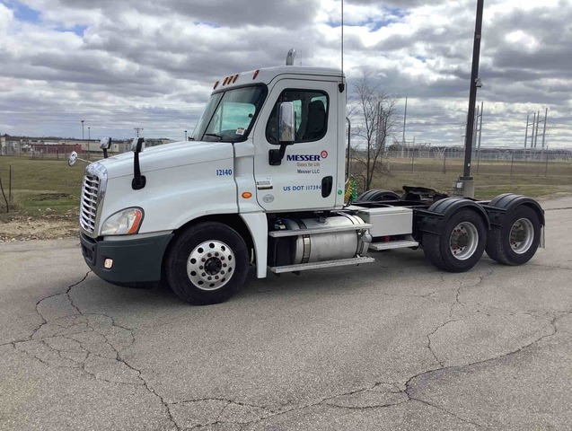 2013 Freightliner Cascadia 125 T/A Day Cab Truck Tractor