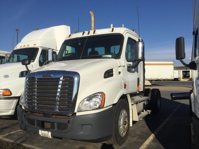 2011 Freightliner Cascadia 113 4x2 S/A Day Cab Truck Tractor