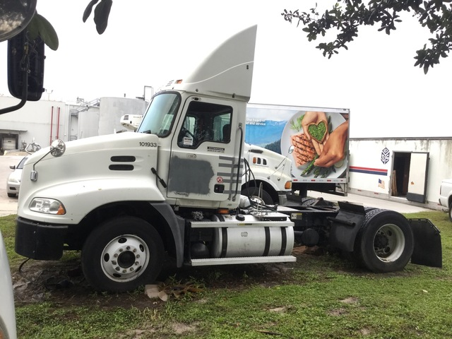 2006 Mack CXN612 4x2 S/A Day Cab Truck Tractor