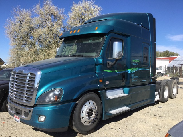 2015 Freightliner Cascadia 125 6x4 T/A Sleeper Truck Tractor