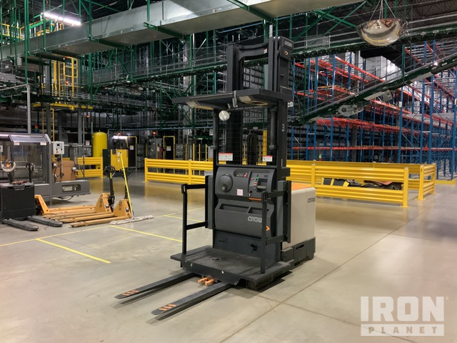 2014 (unverified) Crown SP4050-30 2950 lb Order Picker, Electric Forklift