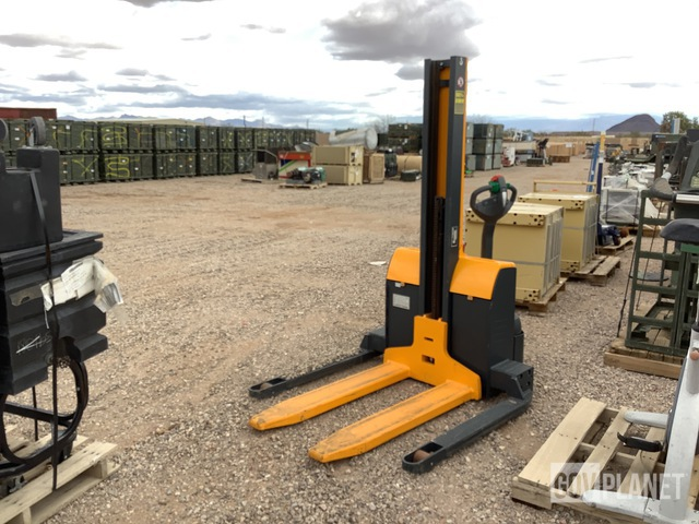 Jungheinrich EMC B10 US Walkie Straddle Stacker, Electric Pallet Jack