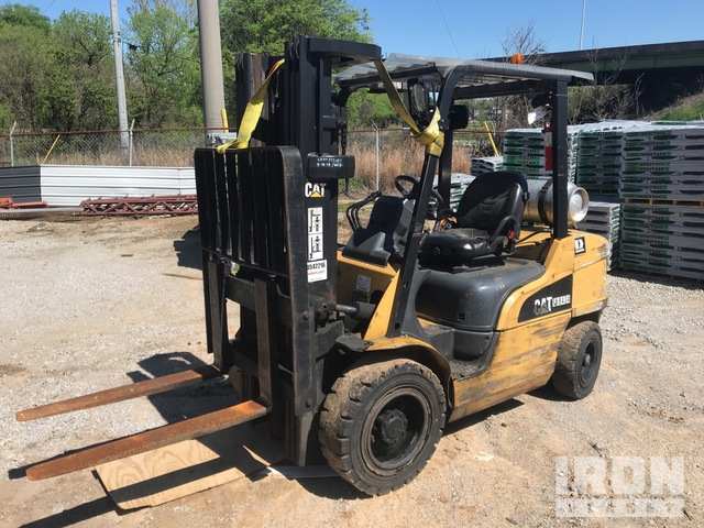 Cat P6000LP 5900 lb Pneumatic Tire Forklift, Forklift