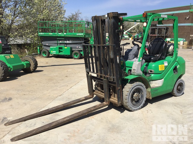 2011 (unverified) Komatsu FG25T-16 4650 lb Pneumatic Tire Forklift, Forklift