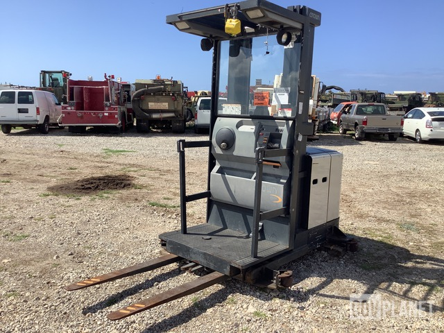 Crown 3400 Order Picker, Electric Forklift