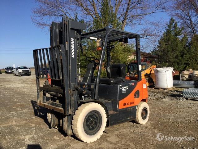 2013 (unverified) Doosan G25P-3 4600 lb Pneumatic Tire Forklift, Forklift