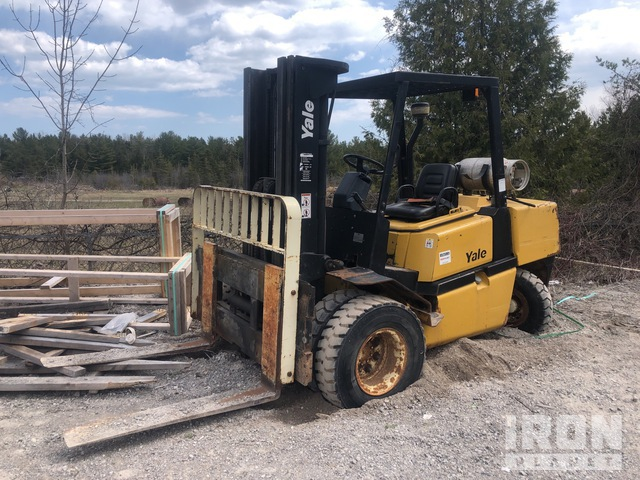 Yale GLP100MGNGBE093 10000 lb Pneumatic Tire Forklift, Forklift