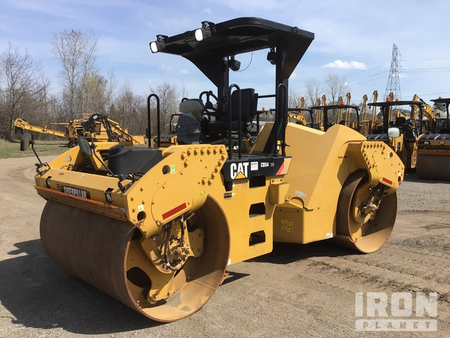 2014 Cat CB54 Vibratory Double Drum Roller, Roller