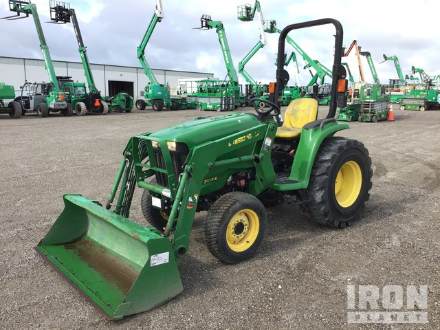 2015 (unverified) John Deere 3032E Utility Tractor, Utility Tractor