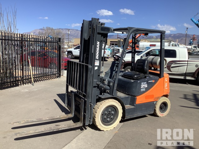 2011 (unverified) Doosan G25P-5 4600 lb Pneumatic Tire Forklift, Forklift