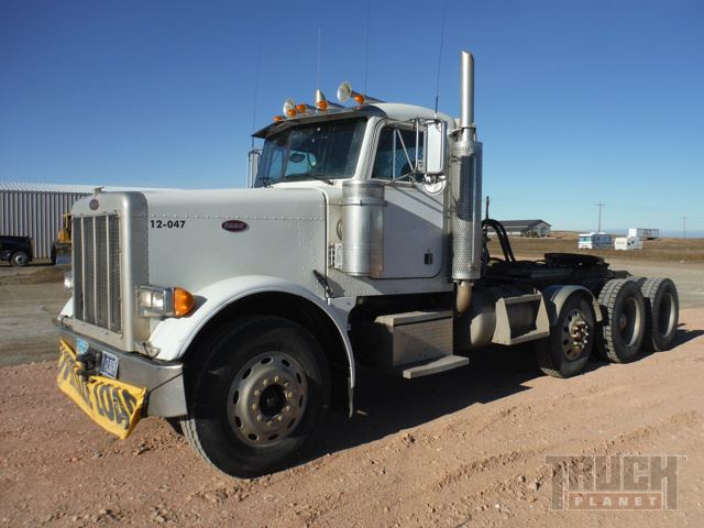 2001 Peterbuilt 379 Tri/A Conventional Day Cab