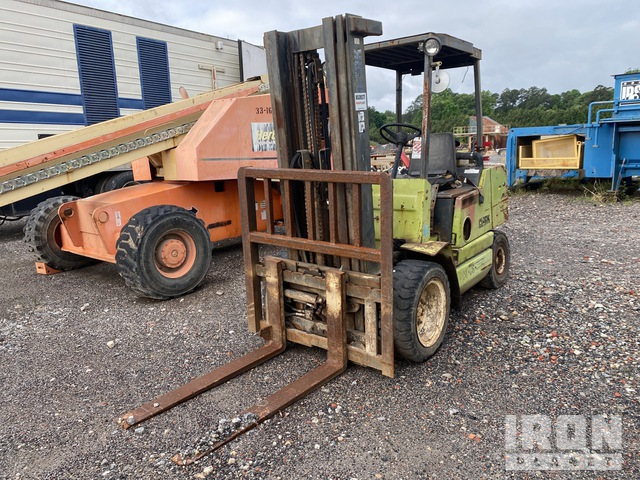 Clark GPX30C 4450 lb Pneumatic Tire Forklift, Parts/Stationary Construction-Other