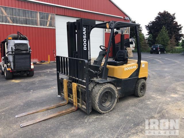 Doosan D30S-3 Pneumatic Tire Forklift, Forklift