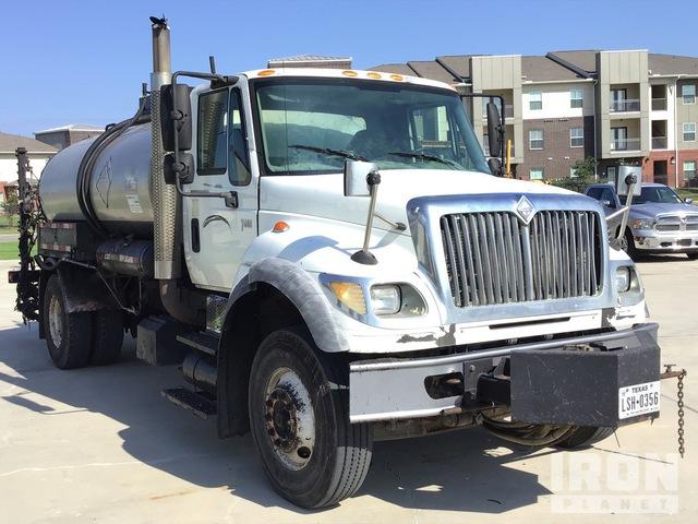 Etnyre Black Topper 2 gal on 2006 International 7600 4x2 Asphalt Distributor Truck, Asphalt Distributor Truck