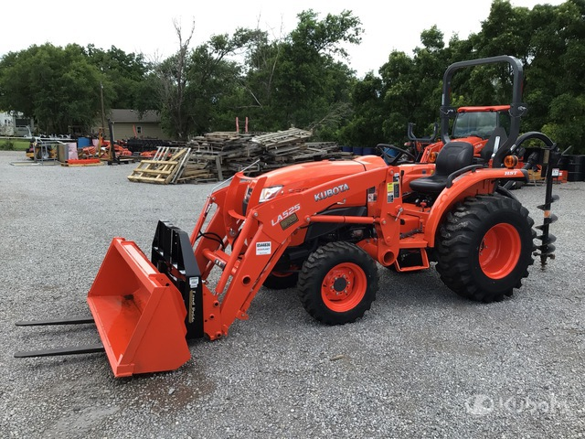 2019 Kubota L3301D 4WD Tractor, MFWD Tractor