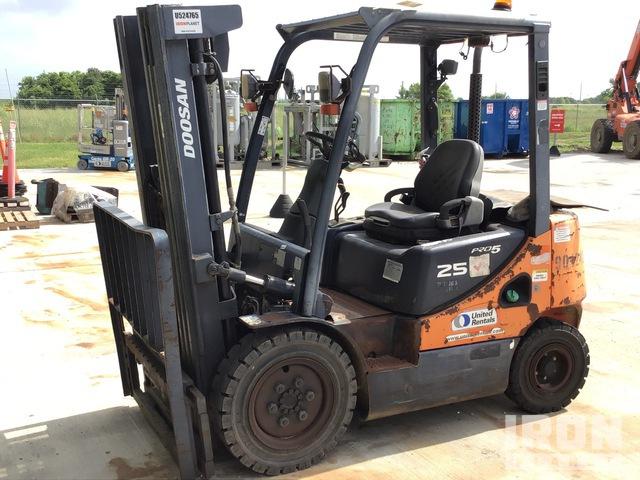 2012 (unverified) Doosan D25S-5 4600 lb Pneumatic Tire Forklift, Parts/Stationary Construction-Other