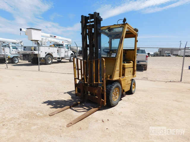 Caterpillar V40B 4000# Pneumatic Tire Forklift, Forklift