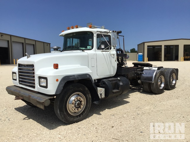 1998 Mack RD690S 6x4 T/A Winch Truck, Winch Tractor
