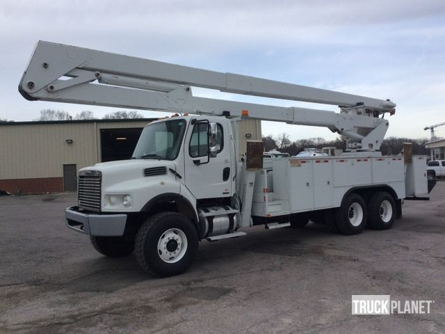 Lift-All LM-75/90-2MS Bucket on 2007 Freightliner M2 106 6x6