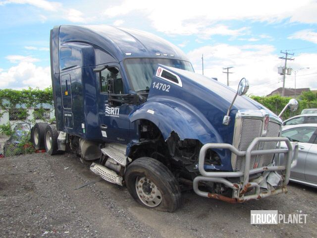 2014 Kenworth T680 T/A Sleeper Truck Tractor in Lachine