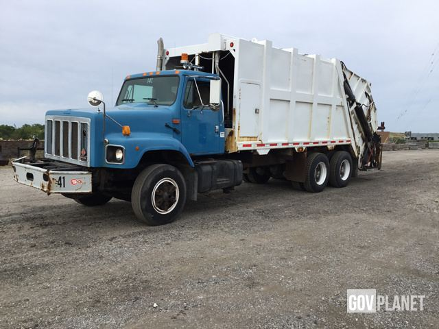 Surplus 2000 Inernational F2674 Waste Collection Truck in Solon