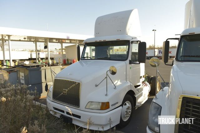 2003 Volvo VNL S/A Day Cab Truck Tractor in Roseville